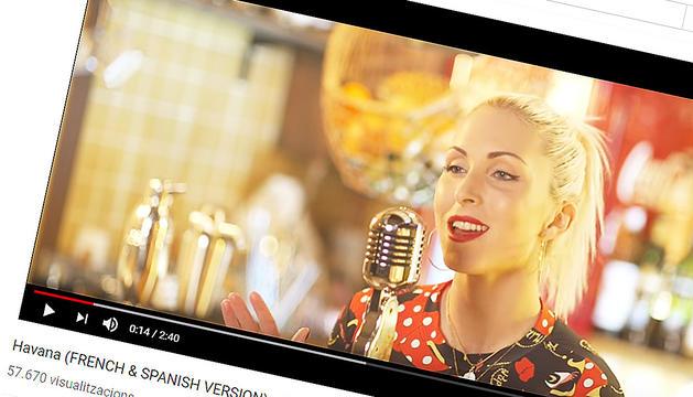 La laurediana, al vídeo on versiona Camilla Cabello.