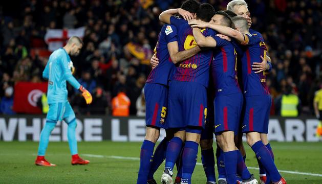 Els futbolistes del Barça celebrant el gol de l'anada.