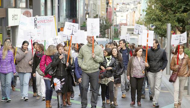 Professors protestant a Escaldes en el marc de la vaga de l'any 2014.