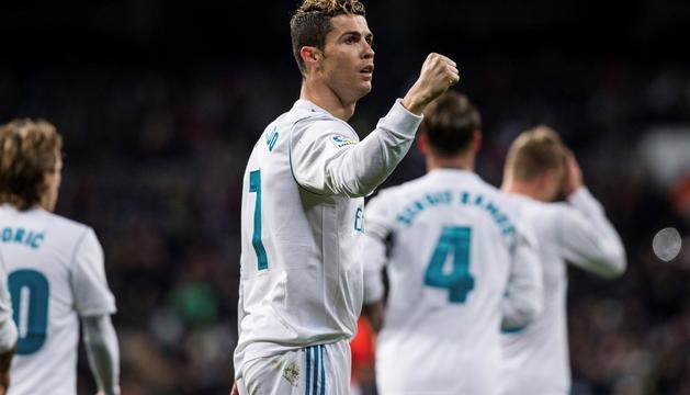 El davanter portuguès, Cristiano Ronaldo, celebrant un gol, ahir.