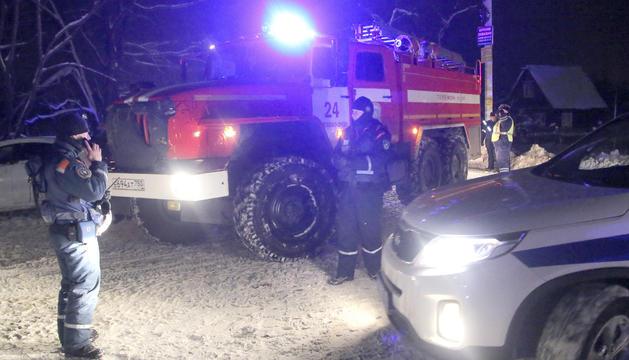 Els cossos d'emergències actuant al lloc on va tenir lloc el sinistre.