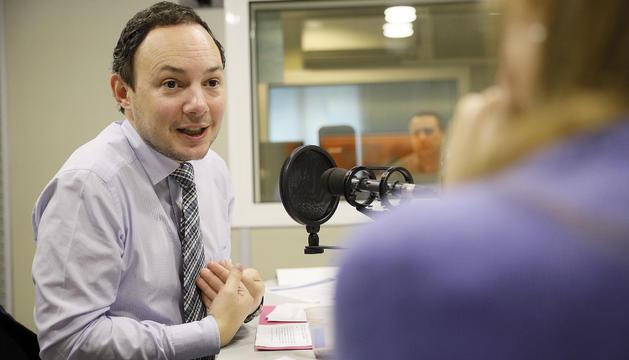 Xavier Espot durant l'entrevista a la ràdio del Diari.