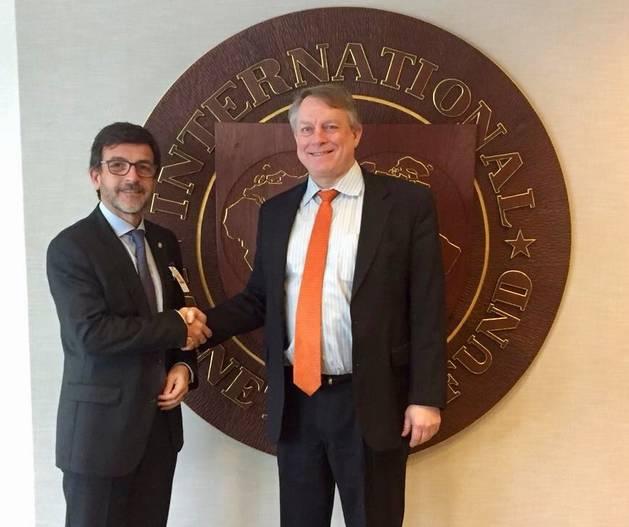 Jordi Cinca amb el responsable de nous ingressos de l'FMI, Tom R. Rumbough