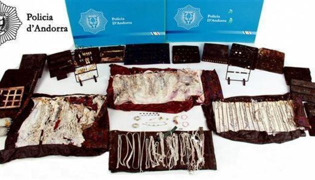 Material sostret a la joieria recuperat per la policia