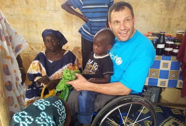 Albert Llovera en un dels seus viatges amb Unicef