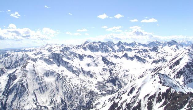 Vista aèria del pic de la Font Blanca.