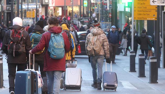 La Llei d'allotjaments turístics es va aprovar fa set mesos, però queda pendent el conjunt de normes que l'ha de regular.