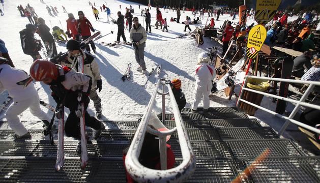 Esquiadors al pla de la Caubella de Pal