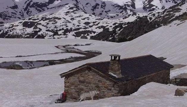 El Pic de la Cabaneta en els mesos d'hivern.