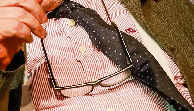 Les ulleres per llegir diaris i llibres, aquells i aquests un vici insubstituïble