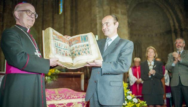López Valdivielso va lliurar el 'Beatus' al bisbe Martí en un acte solemne