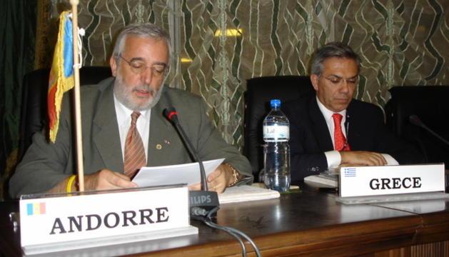 Marc Forné fent el discurs d'ingrés a Burkina Faso el 2004.