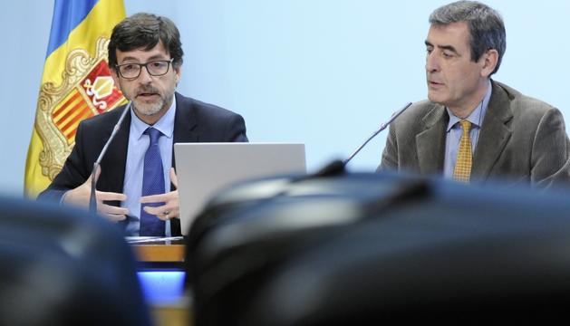 El ministre de Finances, Jordi Cinca, i el coordinador del Departament d'Estadística, Enric Ripoll.