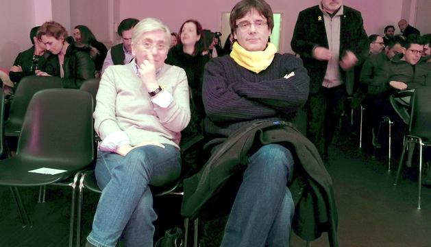 Carles Puigdemont i Clara Ponsatí en un acte a Brusel·les.
