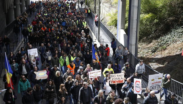 La concentració davant Govern ha aplegat més vaguistes que la de la duana