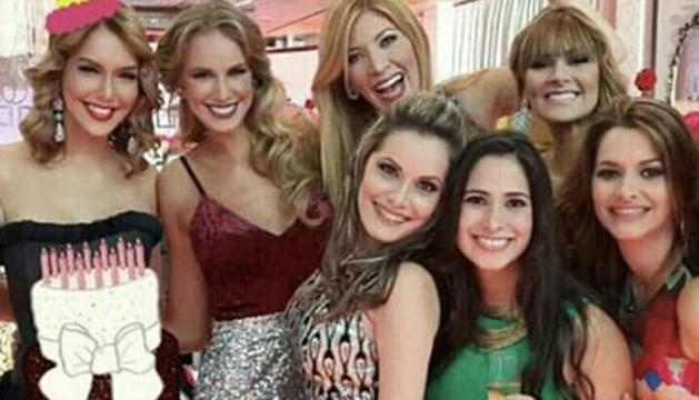 Fotografia sobre la qual Quintero va comentar que les miss cobraven de Diego Salazar.