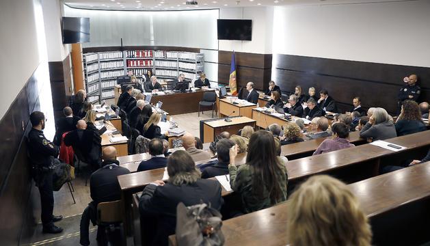 Vista del tribunal només constituir-se, el primer dia del judici del 'cas BPA'.