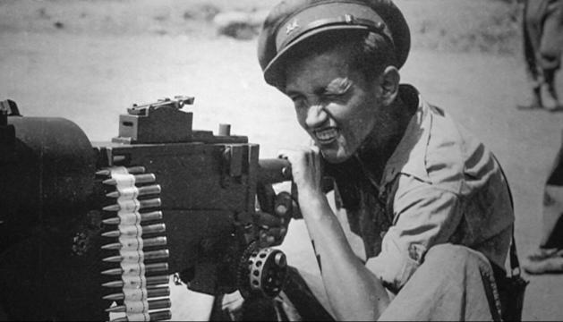 Francesc Boix amb una metralladora pesada