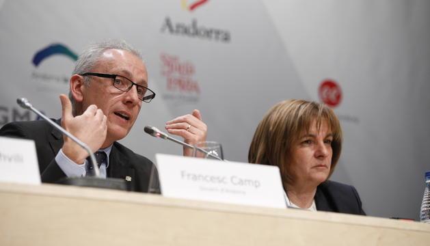 Francesc Camp i Trini Marín durant la cloenda del 10è Congrés Mundial de Turisme de Neu i Muntanya