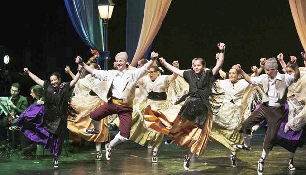 L'Esbart Laurèdia, en una actuació al país.