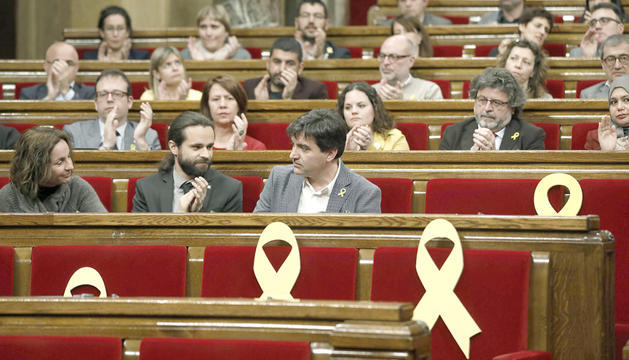 Els escons dels polítics independentistes empresonats en una imatge del ple d'ahir.
