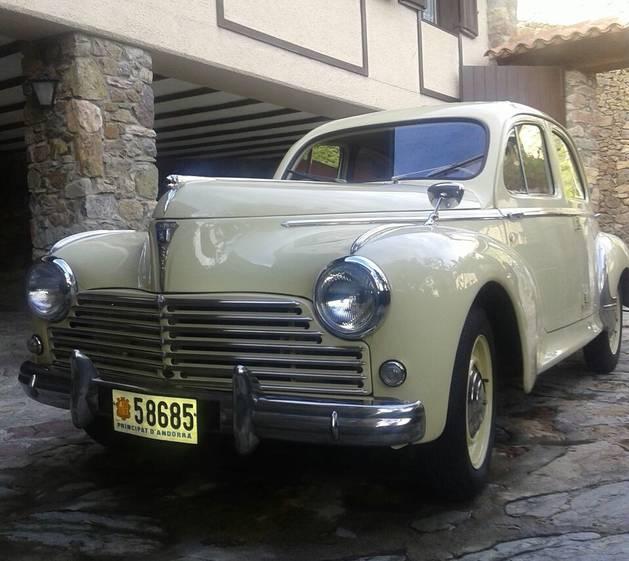 Els meus cotxes clàssics. M'entretenen, m'apassionen, em donen vida i em fa molt plaer donar-los vida