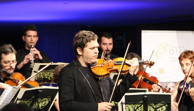 Abel Tomàs dirigint l'orquestra nacional.