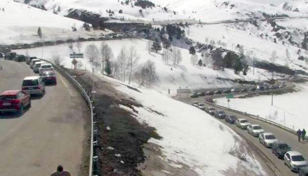 Vehicles aturats a la carretera RN-22.