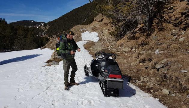 La moto de neu andorrana, immobilitzada
