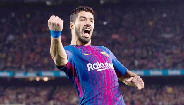 El davanter uruguaià Luis Suárez celebrant el quart i definitiu gol de la nit.