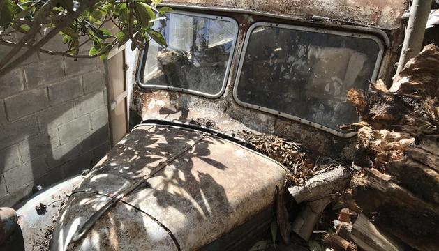 Actualment el vehicle es troba abandonat a la carretera de Fontaneda.