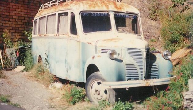 El Dodge Fargo a la carretera de Fontaneda, imatge de fa 20 anys.