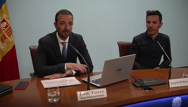 El ministre d'Ordenament Territorial, Jordi Torres, i el ciclista Joaquím Rodríguez han presentat la campanya.