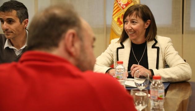 La ministra Descarrega en la trobada d'ahir amb els representants sindicals.