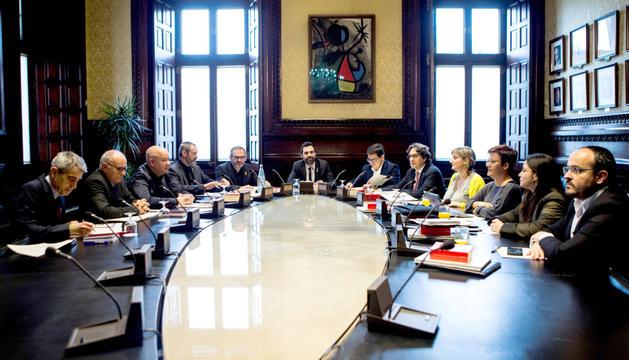 Un moment de la reunió de la mesa del Parlament de Catalunya, ahir.
