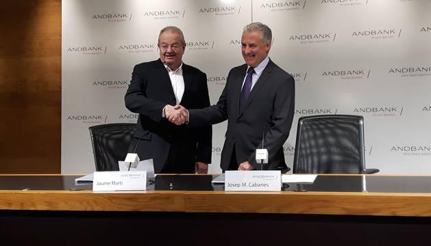 Els presidents d'AndBank i del COA a la signatura del conveni, avui