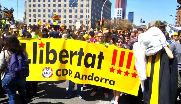 El CDR d'Andorra a la protesta que va recórrer ahir la capital catalana.