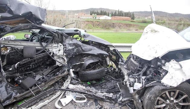 El cotxe, destrossat.
