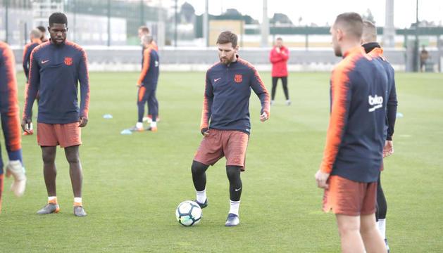 Imatge de l'entrenament d'ahir del Barça amb Lionel Messi com a protagonista.