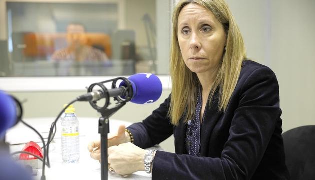 Sílvia Bonet durant l'entrevista a la ràdio del Diari.