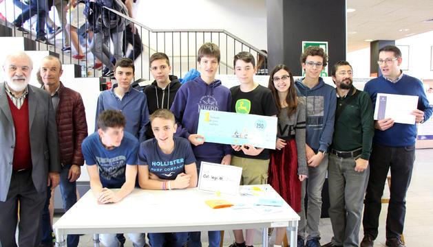 Alumnes de segona ensenyança que han participat a la primera Trobada de joves científics
