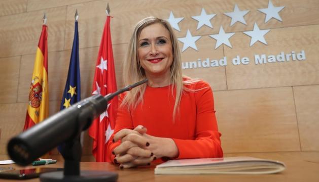 La presidenta madrilenya, Cristina Cifuentes, durant la roda de premsa que va oferir ahir.