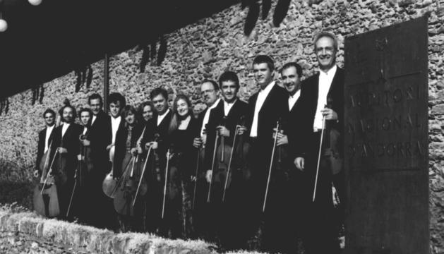 Els primers membres de l'ONCA a l'Auditori Nacional, l'any 1993.