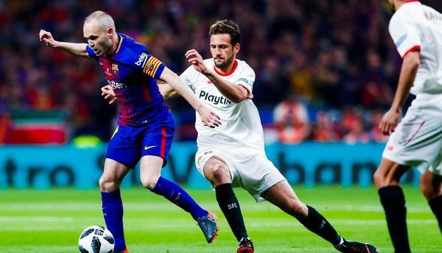 El capità Andrés Iniesta durant el partit d'ahir al Wanda.