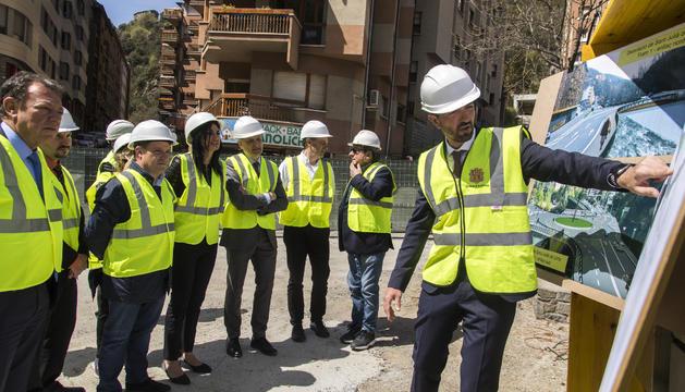 El ministre Torres visita les tasques de construcció de la desviació de Sant Julià