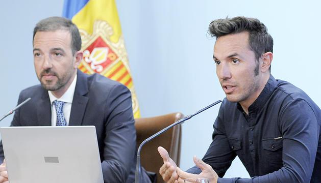 Jordi Torres i Joaquim Rodríguez durant la presentació de la campanya 'Andorra, territori ciclista'.