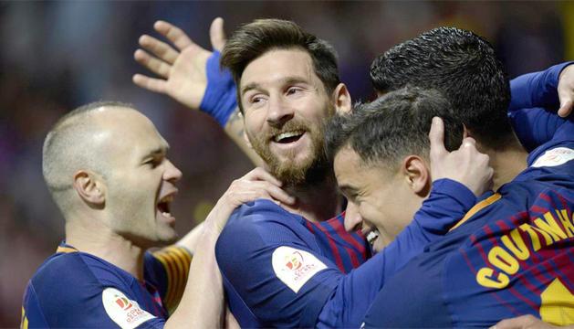 Els jugadors del Barça celebrant un dels gols d'ahir a Riazor.