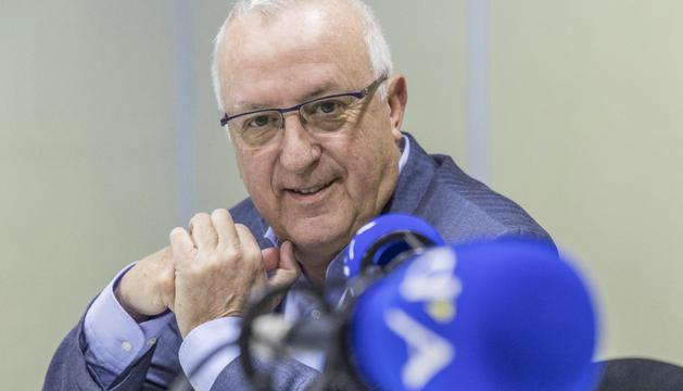Miquel Armengol a l'estudi de la ràdio del Diari.