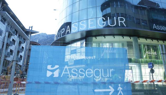 Façana de l'edifici on es troba Assegur a Andorra la Vella.