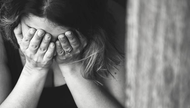 La violència envers les dones pot afectar persones de qualsevol estatus social.